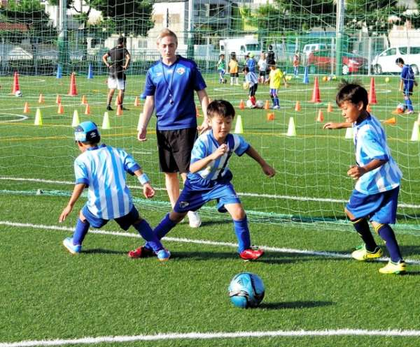 kobeshinbun-akashi-football-school